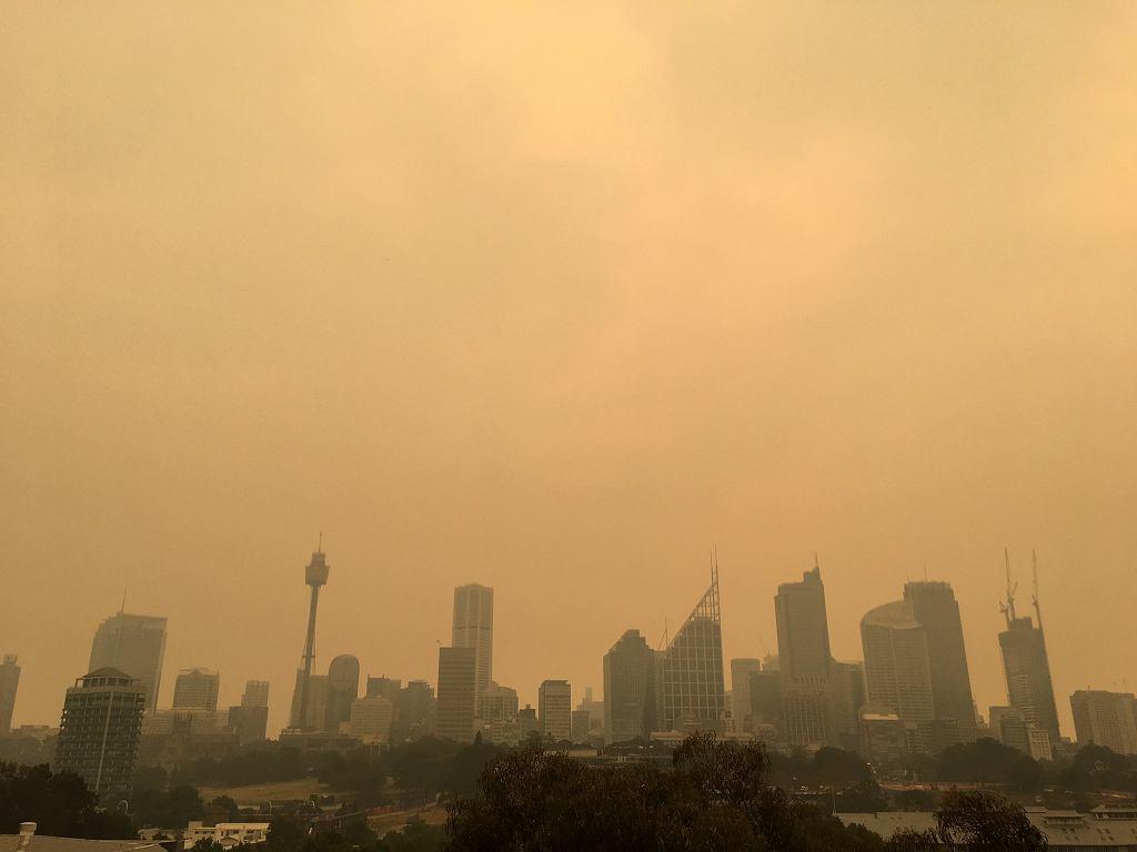Pełne dymu powietrze w Sydney w Australii