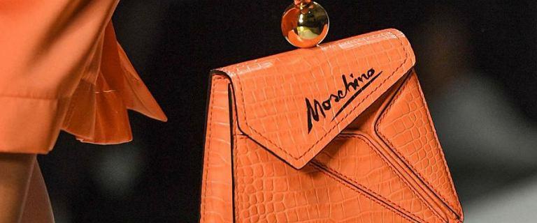 Torebki i dodatki Love Moschino z dużym rabatem. Flagowe modele marki taniej o połowę!