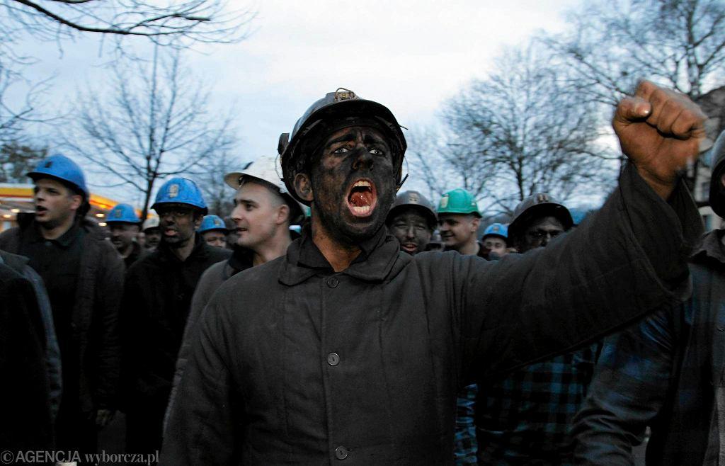 16.01.2015 Gliwice. Górnicy podczas demonstracji przeciw planom restrukturyzacji Kompanii Węglowej. Sprzeciwiają się zamknięciu kopalni Makoszowy