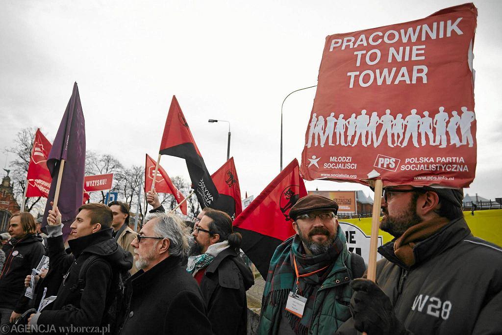 Grudzień 2015 r. Partia Razem manifestowała w Gdańsku przeciwko łamaniu praw pracowniczych w Polskim Busie