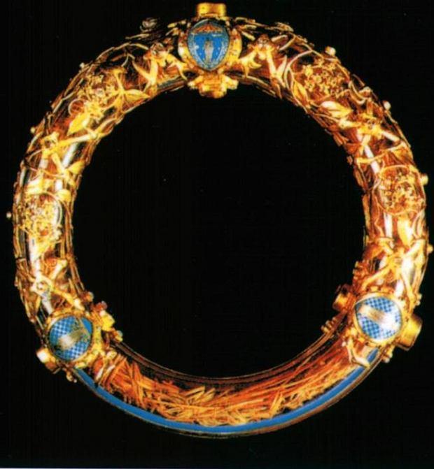 Korona cierniowa przechowywana w Notre Dame