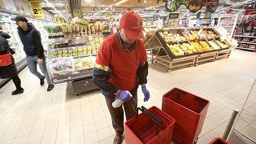Carrefour, Lidl, Biedronka i Kaufland ujawniły, jak działają w dobie koronawirusa
