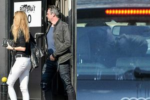 Paweł Deląg rozstał się z Dominiką Kulczyk rok temu. Wygląda na to, że szczęście znów się do niego uśmiechnęło. Z piękną przyjaciółką wybrał się do luksusowej restauracji 'Rozbrat 20'. Para po obiedzie udała się do samochodu, gdzie nie obyło się bez namiętnych pocałunków.