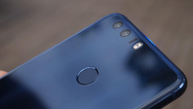 Huawei Honor 8 - czytnik linii papilarnych i podwójna cyfrówka