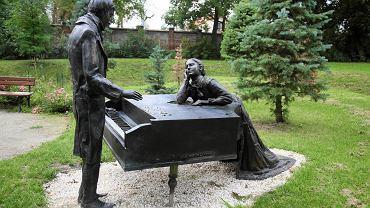 Pomnik Chopina w Sannikach