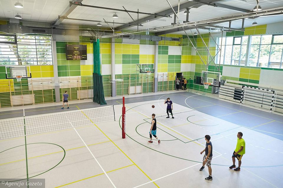 Zdjęcie numer 13 w galerii - VI LO w Gdyni ma wreszcie porządną salę gimnastyczną [ZDJĘCIA]