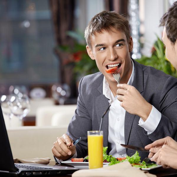 Lunch to dobra pora również do załatwiania interesów.
