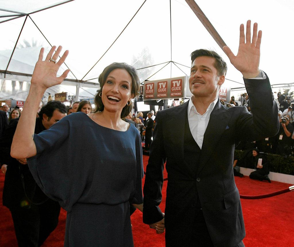 Brad Pitt and Angelina Jolie arrive at the 15th annual Screen Actors Guild Awards in Los Angeles January 25, 2009.