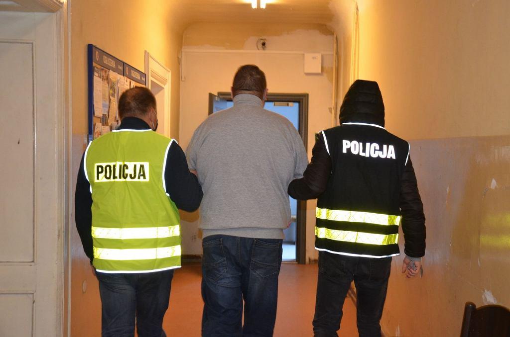Policjanci z Gdańska zatrzymali dwóch mężczyzn ws. wykorzystywania małoletniej