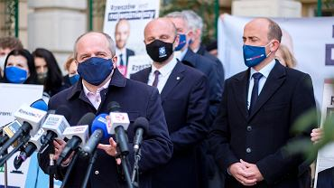 Wybory w Rzeszowie. Od lewej: Paweł Kowal, Konrad Fijołek i Borys Budka podczas konferencji prasowej