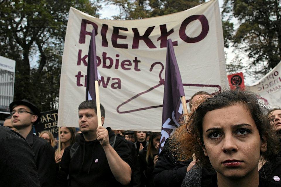 Manifestacje przed Sejmem