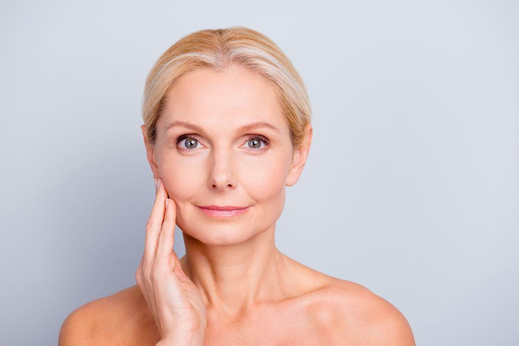 4 błędy w makijażu, przez które wyglądamy starzej. Powinny ich unikać dojrzałe kobiety