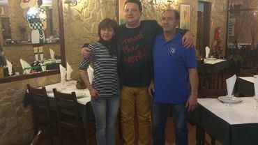 Radosław Osuch (w środku) w rodzicami Andre Micaela
