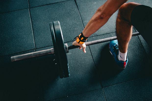 Split - ćwiczenia. Co to jest split? Dla kogo przeznaczony jest trening split? Split - trening 3-dniowy i 4-dniowy