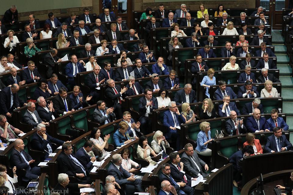 Sejm przyjął poprawkę dot. wypłaty 500 zł. dla wszystkich niepełnosprawnych, bez kryterium dochodowego. Warszawa, 19 lipca 2019