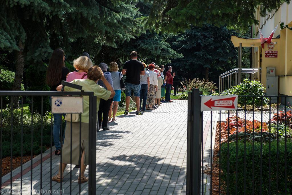 Rzeszów, kolejka do lokalu wyborczego w przedszkolu przy ulicy Pułaskiego