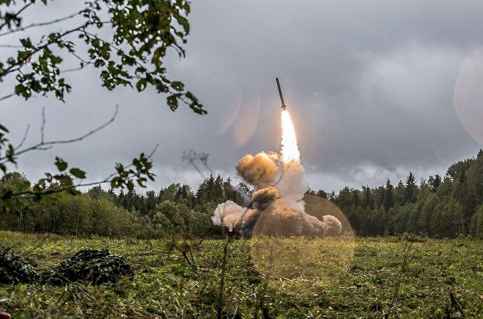 Rosyjski pocisk rakietowy odpalony w bazie w pobliżu Sankt Petersburga