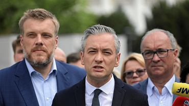 Wybory parlamentarne 2019. Adrian Zandberg, Robert Biedroń i Włodzimierz Czarzasty podczas konferencji lewicowej koalicji SLD - Razem - Wiosna ws. wspólnej opozycyjnej listy kandydatów do Senatu