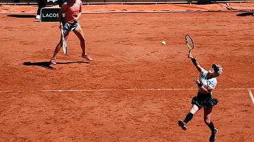 Bethanie Mattek-Sands i Iga Świątek w finale debla na French Open, 13 czerwca 2021 r.