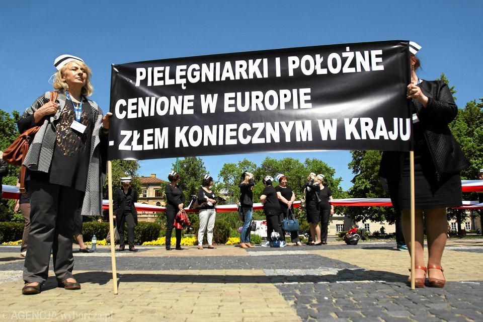 Lublin 2015. Protest pielęgniarek na Placu Litewskim