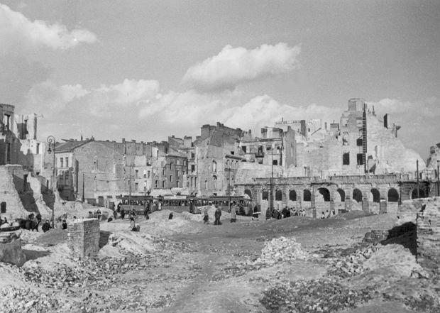 Ruiny domów przy ul. Granicznej w Warszawie (fot. Narodowe Archiwum Cyfrowe)