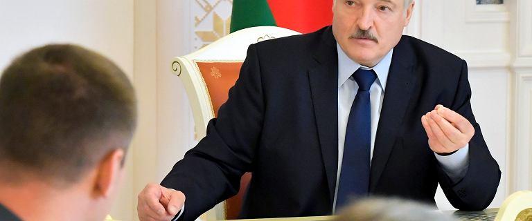 Łukaszenka komentuje protesty na Białorusi: Żyję i nie jestem za granicą