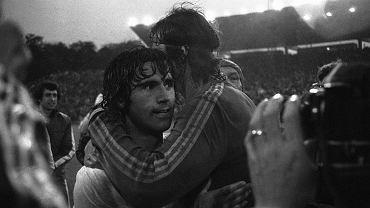 Gerd Mueller i Jan Tomaszewski po legendarnym meczu na wodzie w 1974 roku