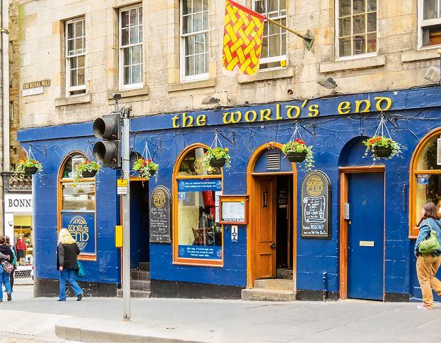 W Edynburgu koniecznie odwiedzamy puby. Najlepsze znajdują się przy Royal Mile.