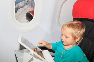 Linie lotnicze poinformują pasażerów o tym, gdzie będą siedzieć dzieci. Pomysł wywołał dyskusję