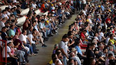 Na zdjęciu: widzowie zawodów wrestlingowych w Edirne w Turcji