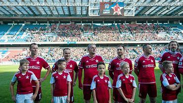 Przed meczem Gwiazdy dla Białej Gwiazdy. Od lewej: Marek Zieńczuk, Grzegorz Pater, Kazimierz Moskal, Damian Gorawski, Krzysztof Bukalski, Kamil Kosowski