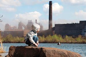 Smog w Polsce. Jak wpływa na zdrowie dzieci? Czy w czasie smogu można wychodzić na spacer? Odpowiadamy