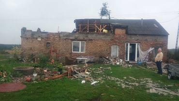 Zniszczony przez wichurę dom w Skoraczewie (Kujawsko-Pomorskie)
