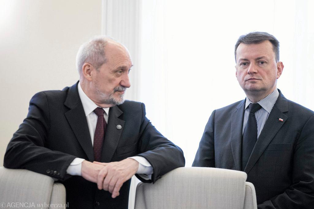 Mariusz Błaszczak w towarzystwie Antoniego Macierewicza