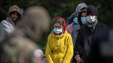 19 sierpnia 2021 r., Usnarz Górny, granica polsko-białoruska. Straż graniczna nie wpuszcza uchodźców do Polski, białoruscy pogranicznicy nie pozwalają im wrócić na Białoruś