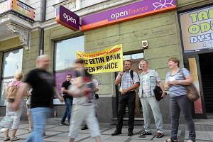 Klienci doradców finansowych pikietowali pod siedzibą firmy. Żądali zwrotu pieniędzy