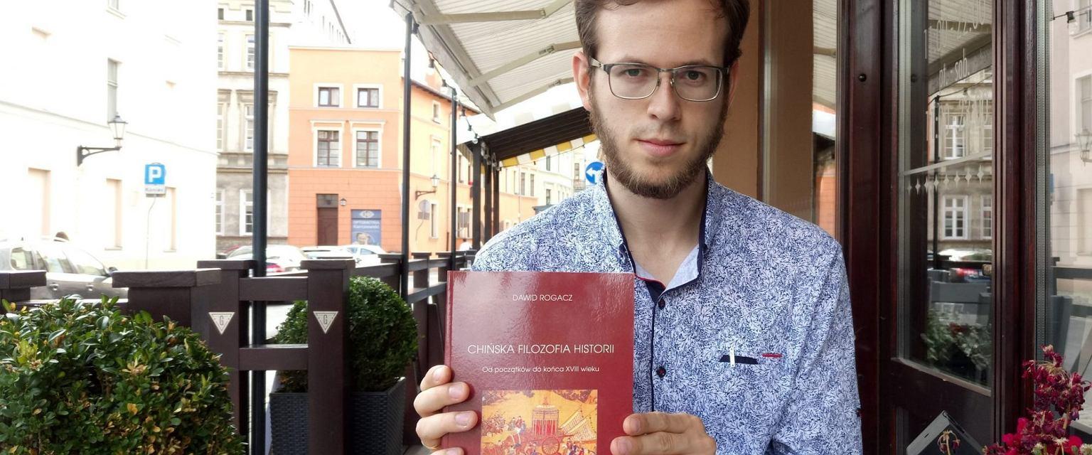 Dawid z książką 'Chińska filozofia historii', czerwiec 2019 (archiwum prywatne)