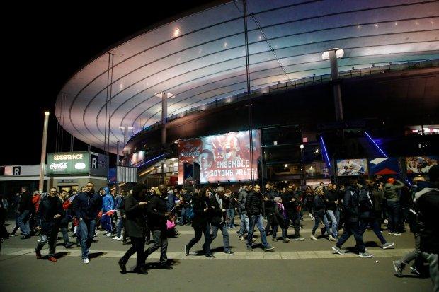 Wszystko zaczęło się pod Stade de France - tu wybuchł pierwszy ładunek