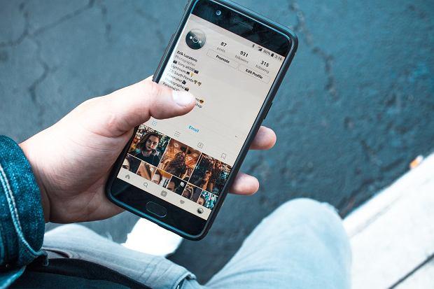 Instagram kasuje fałszywe konta, gwiazdy tracą followersów