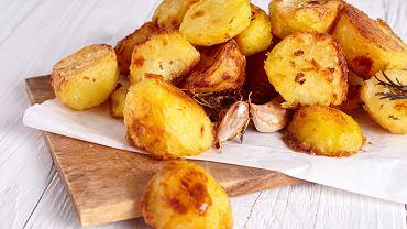 Pieczone ziemniaki to bezkonkurencyjny klasyk. Sprawdzają się idealnie w tygodniu i od święta.