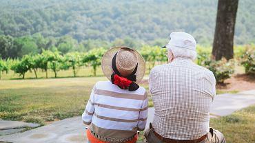 Para w starszym wieku (zdjęcie ilustracyjne)