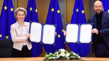 Urusula von der Leyen i Charles Michel podpisali w imieniu Unii Europejskiej umowę z Wielką Brytanią