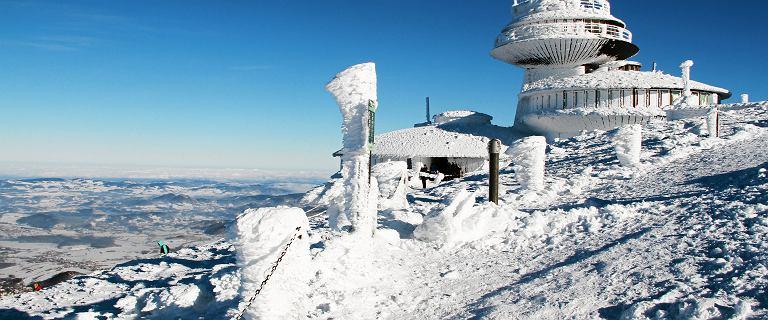 Silny wiatr w górach. Na Śnieżce nawet ponad 140 km/h. Wejście na szczyt zamknięte