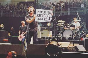 """Pearl Jam: nie ma drugiego zespołu, który z takim oddaniem walczy o prawa kobiet. """"To, co kobieta robi ze swoim ciałem, powinno być jej wyborem"""""""
