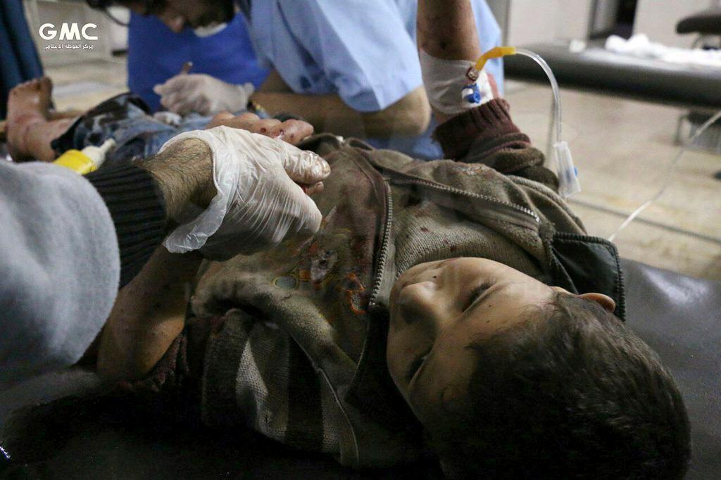 Ranni w bombardowaniach w Ghoucie otrzymują pomoc w szpitalu