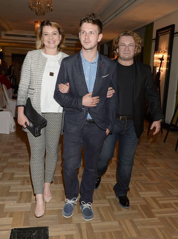 Paweł Królikowski z żoną i synem