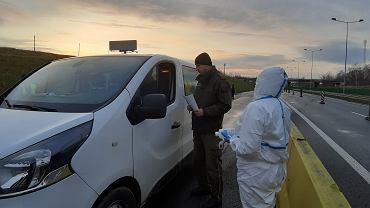 Koronawirus. Kontrole sanitarne na granicy polsko-niemieckiej. Przejście Zgorzelec-Jędrzychowice na Dolnym Śląsku