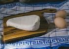 Czy można mrozić biały ser? Jak mrozić twaróg a jak ser żółty?