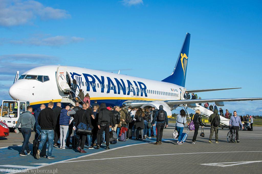 Samolot linii Ryanair w Poznaniu