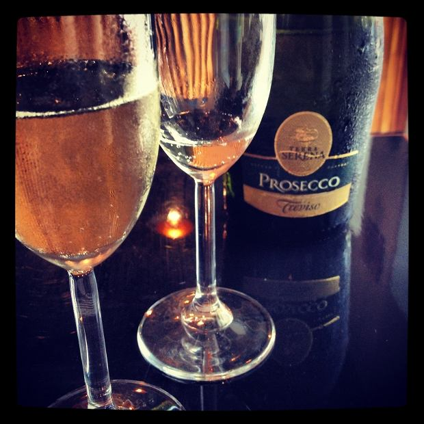 Wino z koleżankami - bez zdjęcia na Instagramie się nie liczy?